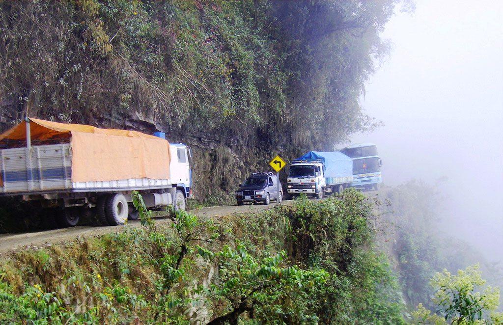 el-camino-de-la-muerte-ande-bolivia-strada-pericolosa