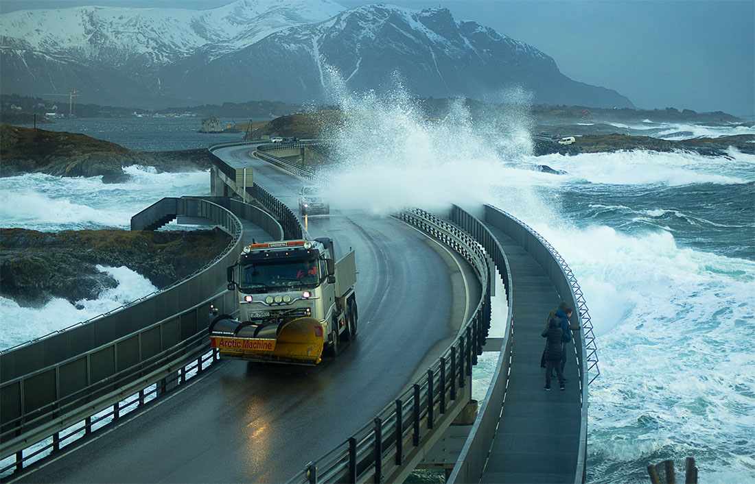 the-atlantic-ocean-road-norvegia-stada-pericolosa